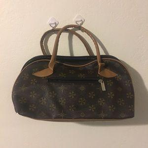 Handbags - Medium size purse